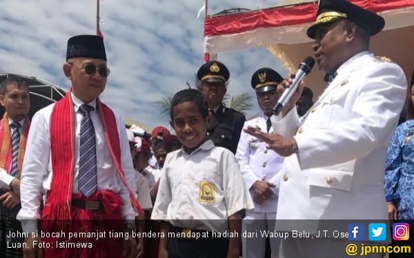 Si Bocah Pemanjat Tiang Bendera Itu Nyaris tak Ikut Upacara - JPNN.COM