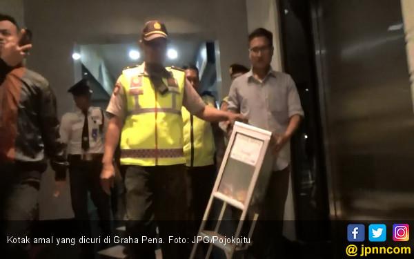Pencuri Kotak Amal Pura-Pura Main HP Sebelum Beraksi - JPNN.COM