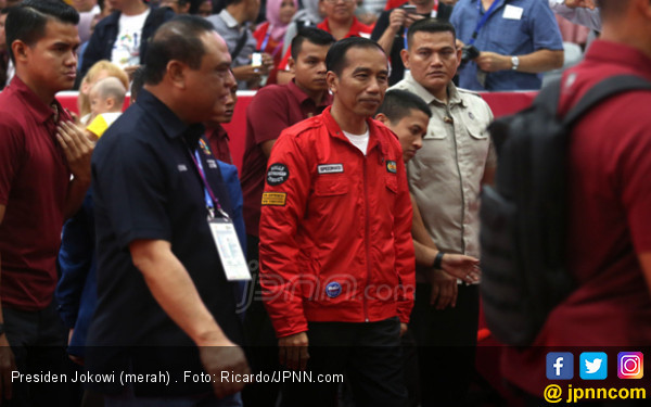 Ini Alasan Wanita Lajang Terobos Rombongan Jokowi - JPNN.com