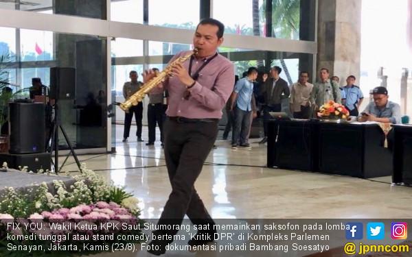 Tiupan Saksofon 'Fix You' Saut Situmorang demi Perbaiki DPR - JPNN.COM
