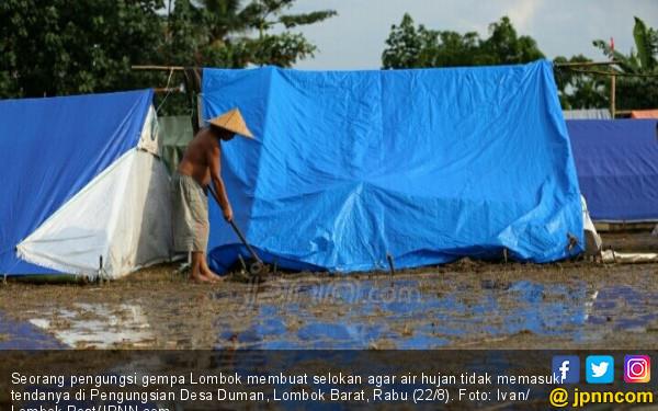 Pengungsi Korban Gempa Menangis saat Keluarga Besan Datang - JPNN.COM