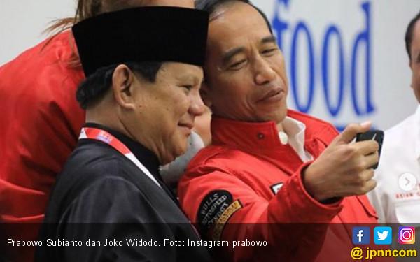 Singkat, Dalam! Tulisan Prabowo Usai Pelukan dengan Jokowi - JPNN.COM