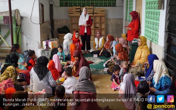 Bunda Merah Putih Beri Bukti Nyata Peduli Pendidikan - JPNN.COM