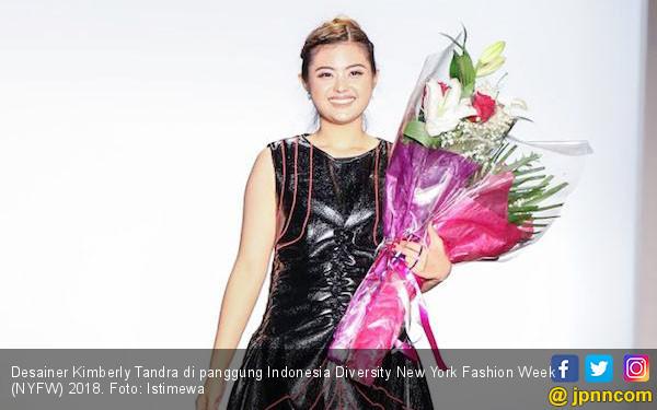 Kimberly Tandra Tonjolkan Simbol Hiasan Kepala di NYFW - JPNN.COM