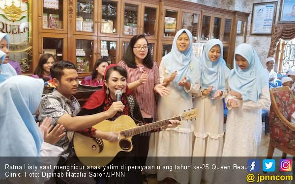 Ratna Listy Meriahkan HUT ke- 25 Queen Beauty Clinic - JPNN.COM