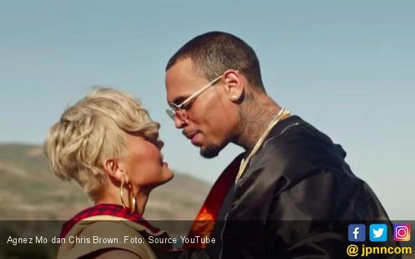 Agnez Mo dan Chris Brown Beradegan Mesra di Video Overdose - JPNN.COM