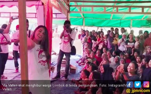 Via Vallen Kunjungi Pengungsi Korban Gempa Lombok - JPNN.COM