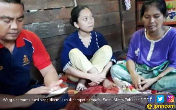 Bayi Perempuan Berbalut Plastik Dibuang Ibunya di TPS - JPNN.COM