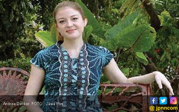 Andrea Decker, Biduan Dangdut yang Juga Peneliti - JPNN.COM