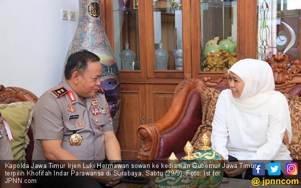 Kapolda Jatim Sambangi Rumah Khofifah - JPNN.COM