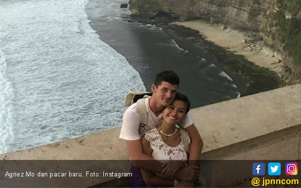 Kemesraan Agnez Mo dengan Pacar Bulenya di Bali - JPNN.COM