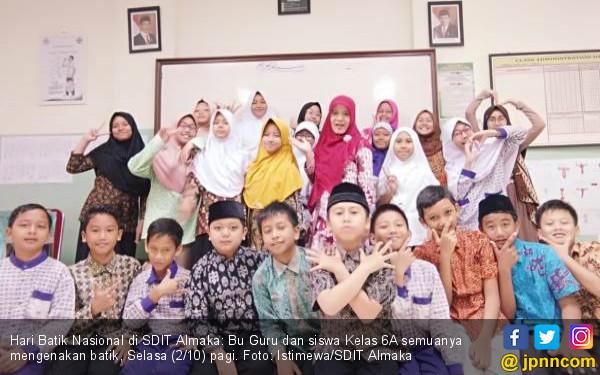 SDIT Almaka Ikut Peringati Hari Batik Nasional - JPNN.COM