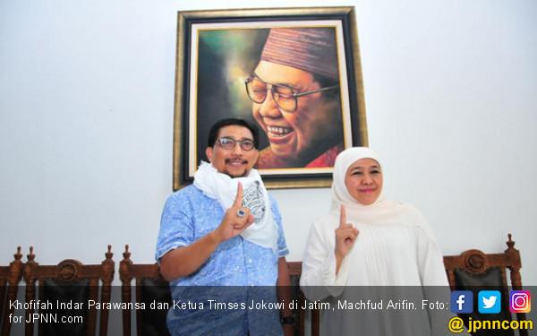 Khofifah Beri Serban Spesial Untuk Timses Jokowi di Jatim - JPNN.COM