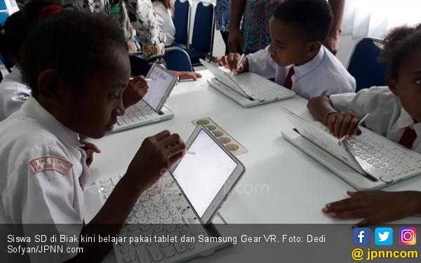 Keren! SD di Biak Belajar Pakai Tablet dan Samsung Gear VR - JPNN.COM