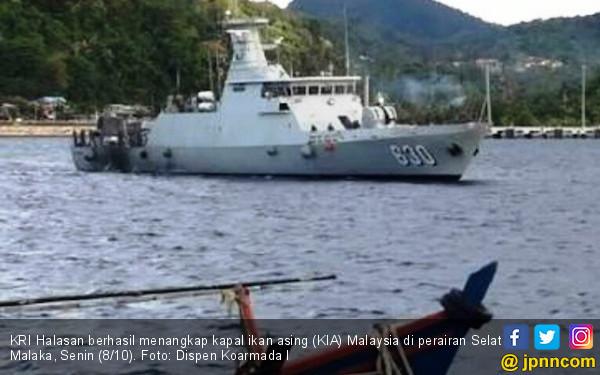 KRI Halasan Berhasil Menangkap Kapal Ikan Malaysia - JPNN.COM