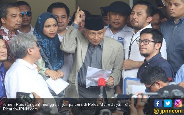 Jokowi Jawab Enteng Permintaan Amien Rais - JPNN.COM
