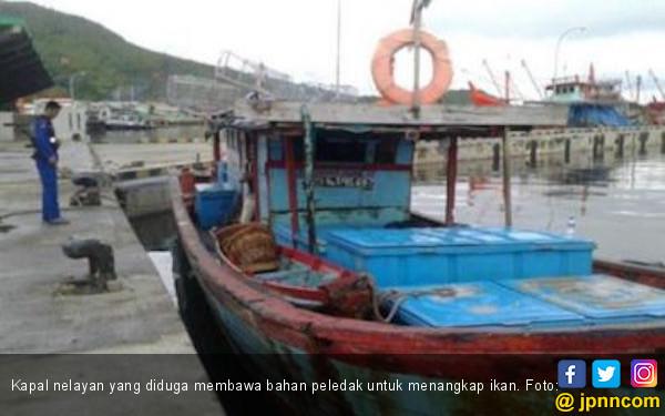 Polair Polda Sumut Tangkap 8 Nelayan Lantaran Bawa Bom Ikan - JPNN.COM