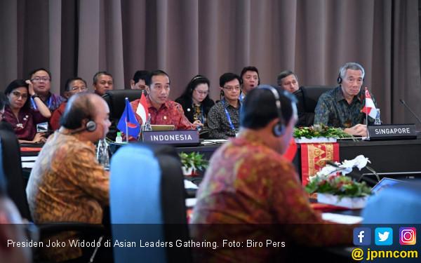 Jokowi Sampaikan Lima Usulan di ASEAN Leaders Gathering - JPNN.COM
