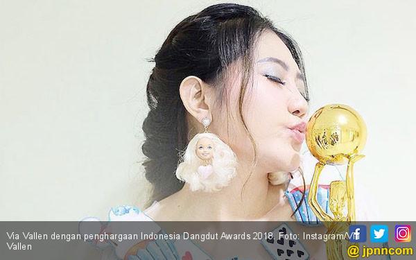 Penyebab Via Vallen Menangis di Indonesia Dangdut Awards - JPNN.COM