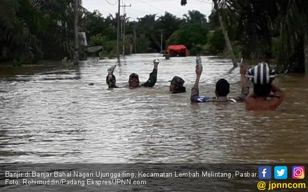 Diterjang Banjir dan Longsor, Jorong Lubuk Gobing Terisolasi - JPNN.COM