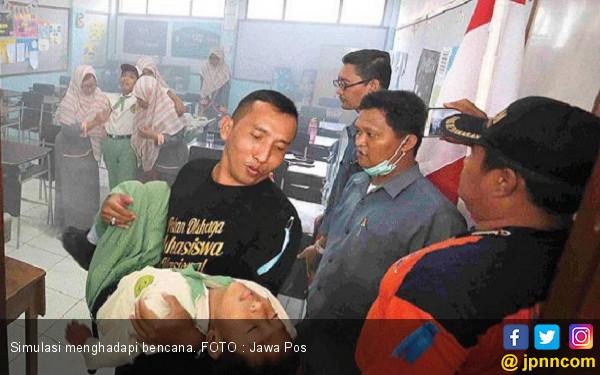 Latih Tanggap Bencana sejak Dini - JPNN.COM