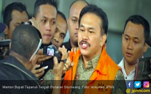 Hakim PN Medan Tolak Praperadilan Mantan Bupati Tapteng - JPNN.com