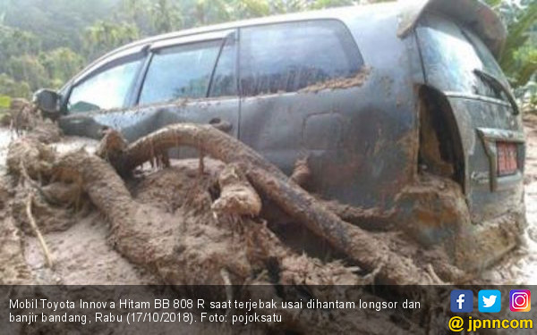 Mobil Rombongan Kadis Sosial Madina Dihantam Longsor - JPNN.com