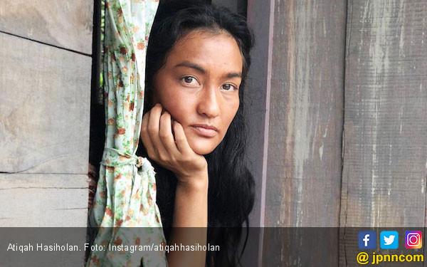 Cerita Atiqah Hasiholan Menjadi Gadis Batak - JPNN.COM