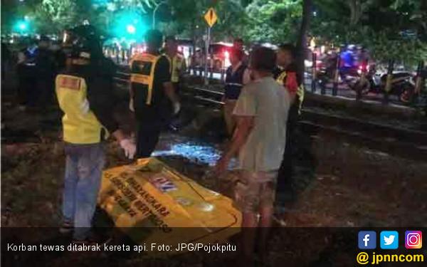 Lewat Rel Tanpa Palang, Ibu Muda Disambar Kereta Api - JPNN.com