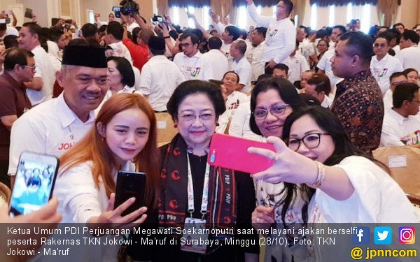 Ketelatenan Megawati Ladeni Permintaan Selfie, Nih Fotonya - JPNN.COM