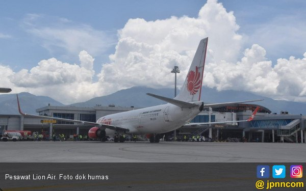 Sayap Kiri Pesawat Lion Air Tabrak Tiang Lampu - JPNN.COM