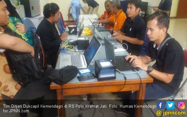 Ditjen Dukcapil Sudah Terbitkan 15 Dokumen Kematian Korban Sriwijaya Air SJ 182 - JPNN.com