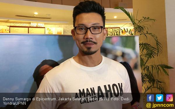 Foto Bareng di Malaysia, Denny Sumargo dan Chelsea Islan Jadian Nih? - JPNN.com