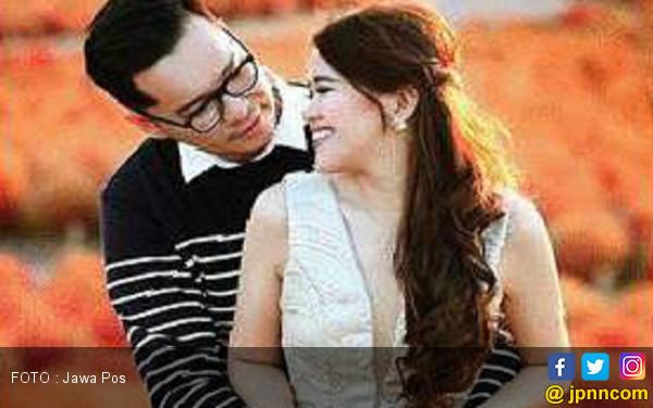 Mau Foto Pre Wedding? Pilih Gaun Satu Warna - JPNN.COM