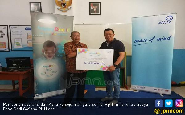 Astra Blusukan Sambil Berbagi Asuransi Rp 1 Miliar ke Guru - JPNN.COM