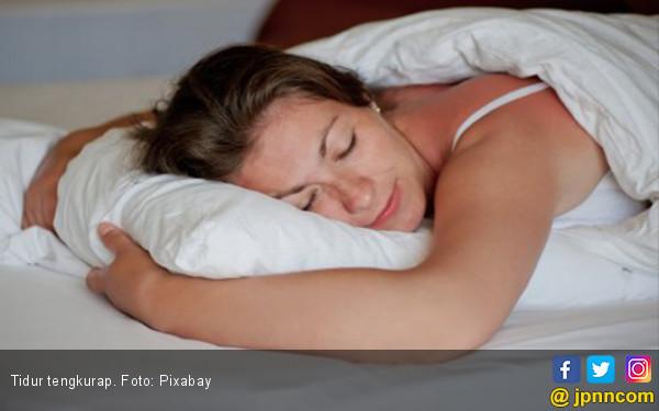 Simak! Ini Bahaya Posisi Tidur Tengkurap untuk Kesehatan - JPNN.COM