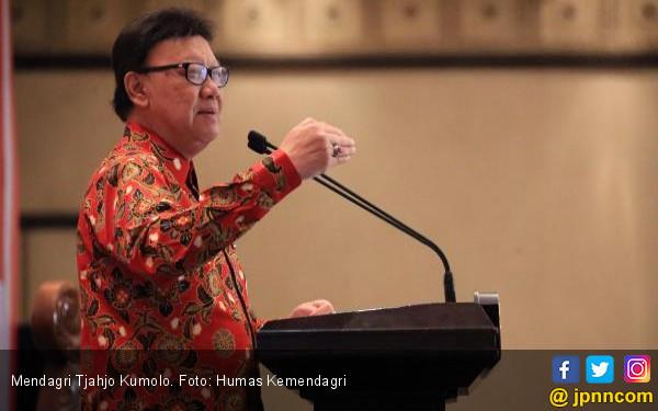Pak Tjahjo Kumolo Larang Anak Buah Pakai Sedotan Plastik - JPNN.COM