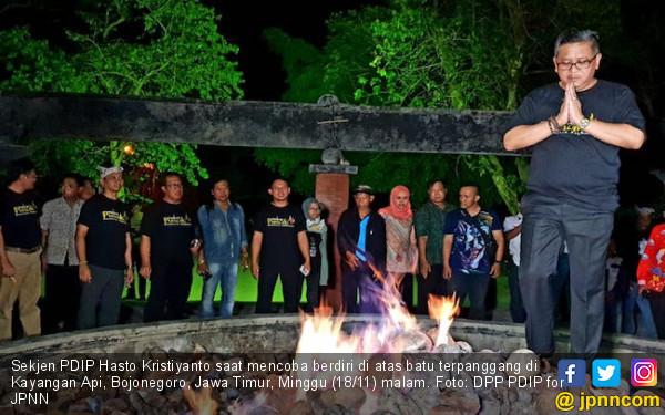 Hasto PDIP Jajal Berdiri di Kayangan Api, Nih Fotonya - JPNN.COM