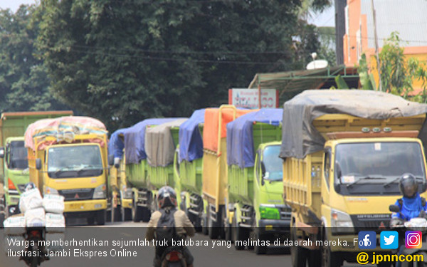 Warga Desa Ladang Panjang Cegat Truk Pengangkut Batubara - JPNN.COM