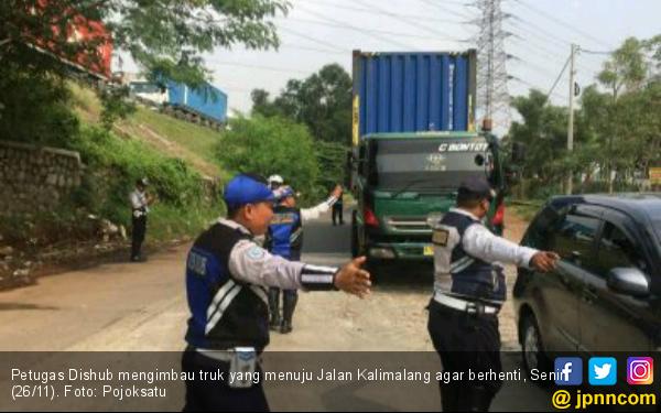 Truk Dilarang Melintas di Jalan Kalimalang - JPNN.COM