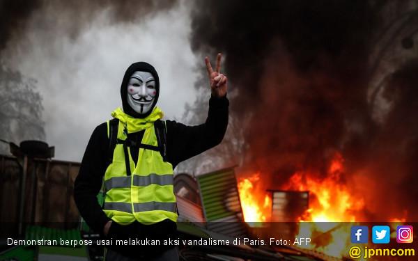 Rompi Kuning Kembali Beraksi, Macron Kerahkan 89 Ribu Polisi - JPNN.COM