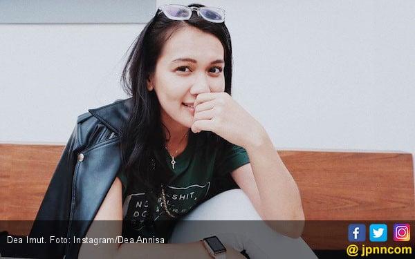 Putus dari Bule Kolombia, Dea Anissa Masih Jomlo dan Pengin Perbaiki Diri - JPNN.com
