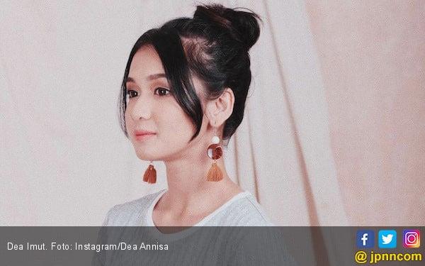 Dea Imut Sedih Mobil Barunya Ringsek - JPNN.com