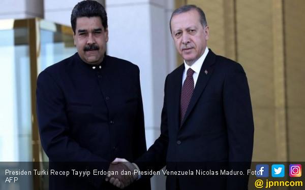 Sesama Diktator, Erdogan Bela Rezim Maduro - JPNN.COM