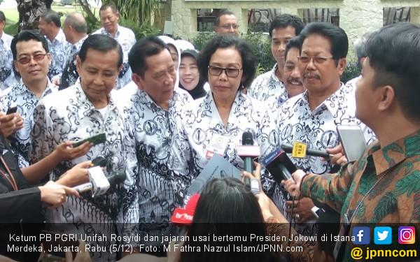 Undang Ketum PGRI ke Istana, Jokowi Singgung Guru Honorer - JPNN.COM