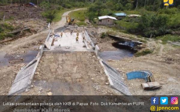 Setiap akan Bangun Jembatan di Papua Ada Upacara Adat - JPNN.com