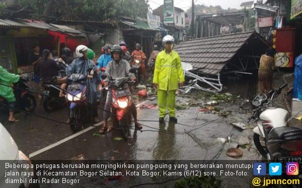 Kota Bogor Porak-Poranda Diterjang Puting Beliung - JPNN.com