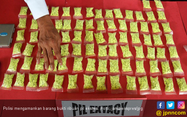 Dua Pengedar Dibekuk Polisi, 4.925 Butir Ekstasi Diamankan - JPNN.COM