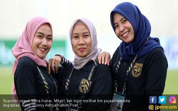 Gadis-Gadis yang Tak Rela Mitra Kukar Kalah dari Persija - JPNN.COM