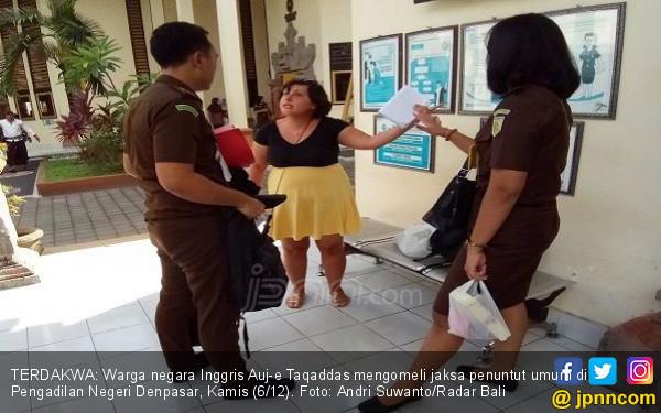 Cewek Inggris Penampar Petugas Imigrasi Bali Mulai Diadili - JPNN.COM